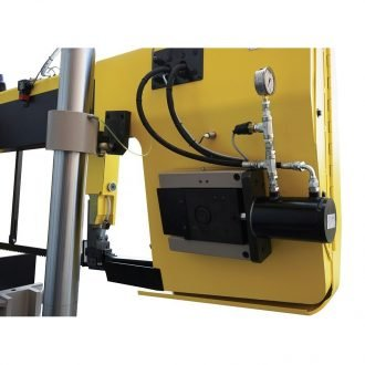 Hydraulic saw blade tensioning for easy blade change